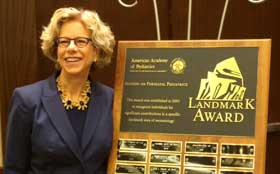Dr. Diana Bianchi with the 2015 Neonatal Landmark Award.