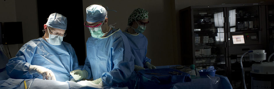 General surgeons at Tufts Medical Center perform a minimally invasive procedure.
